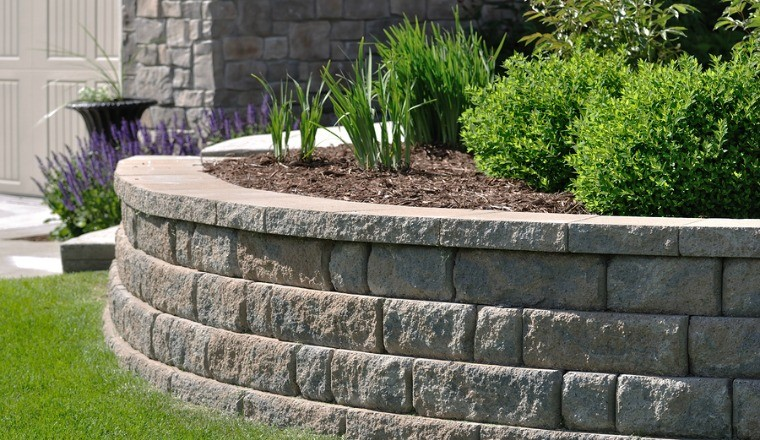 How to Use Retaining Walls in Your Landscape