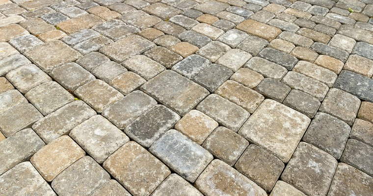 Natural Ways to Prevent Weeds from Growing Between Brick Pavers