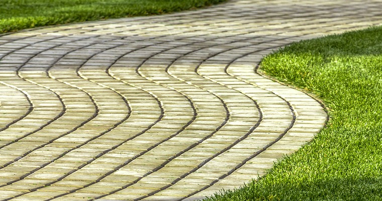 How to Keep Lawn Edges Clean and Tidy